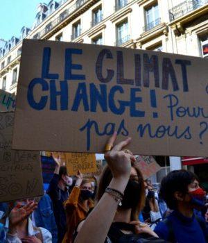 pancarte lors d'une manifestation pour le climat
