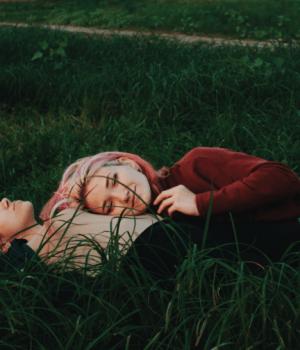 couple lesbien a la campagne marie S unsplash