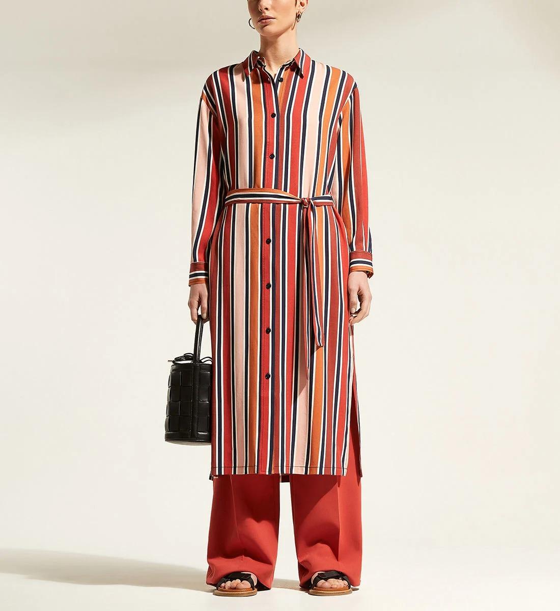 Robe-chemise à rayures verticales, ceinture assortie amovible, et fendue au-dessus des genoux, en 100% viscose, Jodhpur 42,50€ au lieu de 85,00€.
