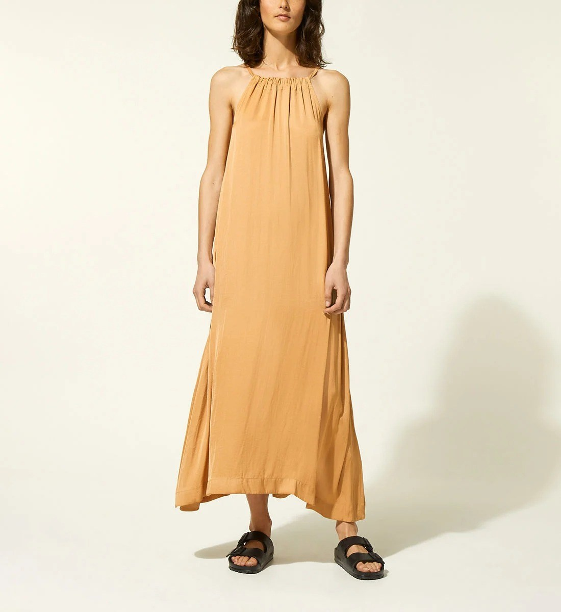 Robe longue à encolure américaine en 100% polyester, Galeries Lafayette, 34,99€ au lieu de 69,99 €.