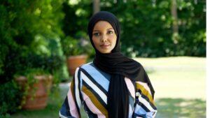 Halima Aden, mannequin qui porte le foulard, raconte pourquoi elle a quitté les podiums dans un documentaire de la BBC