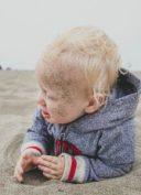laisser-enfant-manger-sable
