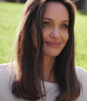 Capture d'écran d'Angelina Jolie sur la chaine Youtube du British Vogue