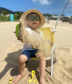 enfant-plage-sable-smol
