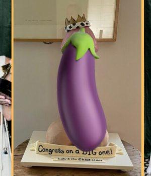 Pour fêter son Emmy Award, Gillian Anderson a reçu un gâteau-bite géant