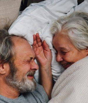 couple – sénior – lit