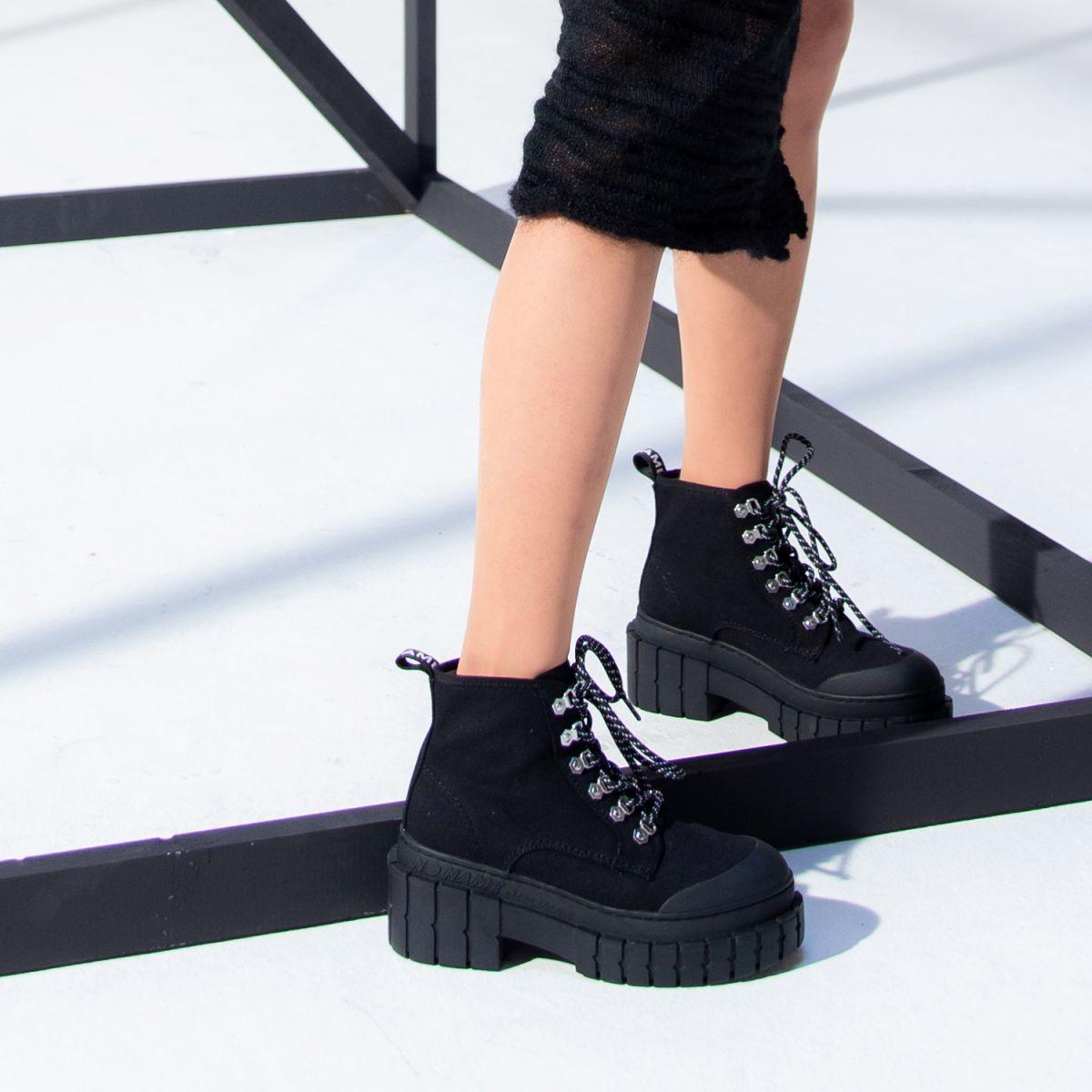 Pourquoi les chaussures à plateforme massive continuent d'être la plus grosse tendance du moment