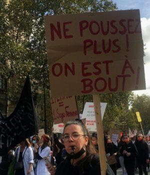 ne-poussez-plus-manifestation-sages-femmes-7-octobre-2021-Maelle-LeCorre