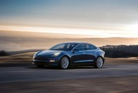 « Plus que futuriste » : ce que les journalistes auto pensent de la Tesla Model 3 Performance